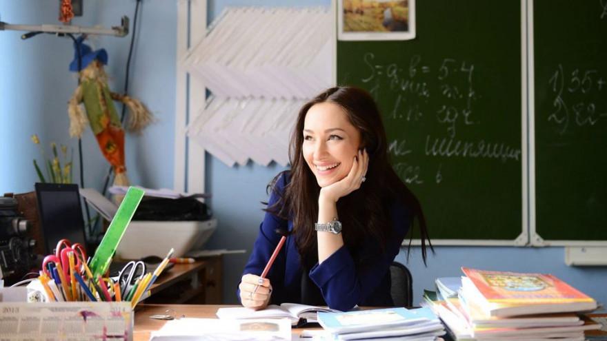 Шесть новоуренгойских учителей получат по 50 тысяч рублей
