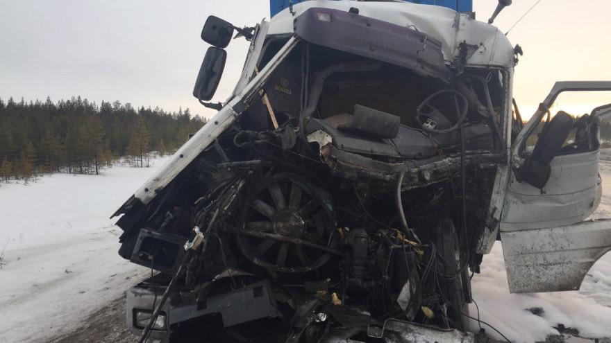 От машины «не осталось живого места»: в ДТП на Ямале серьезно пострадал водитель грузовика