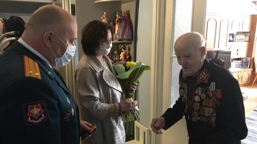 В Салехарде ветерану Николаю Шакурову вручили медаль «75 лет Победы в Великой Отечественной войне»