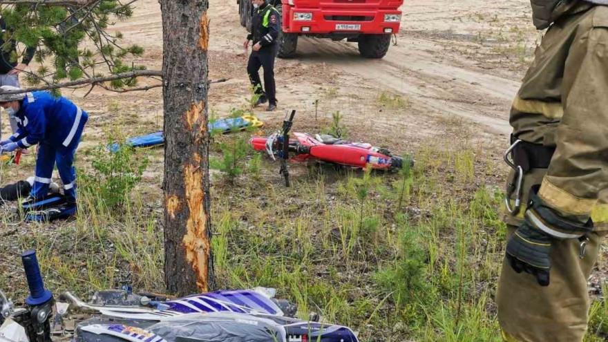 В Ноябрьске мотоциклист погиб, врезавшись в дерево