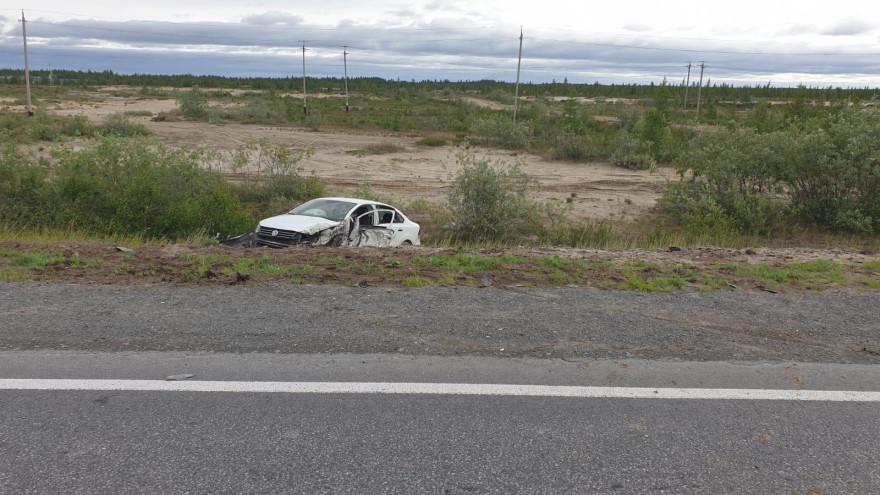 В ЯНАО на трассе легковушка врезалась в грузовик и улетела в кювет