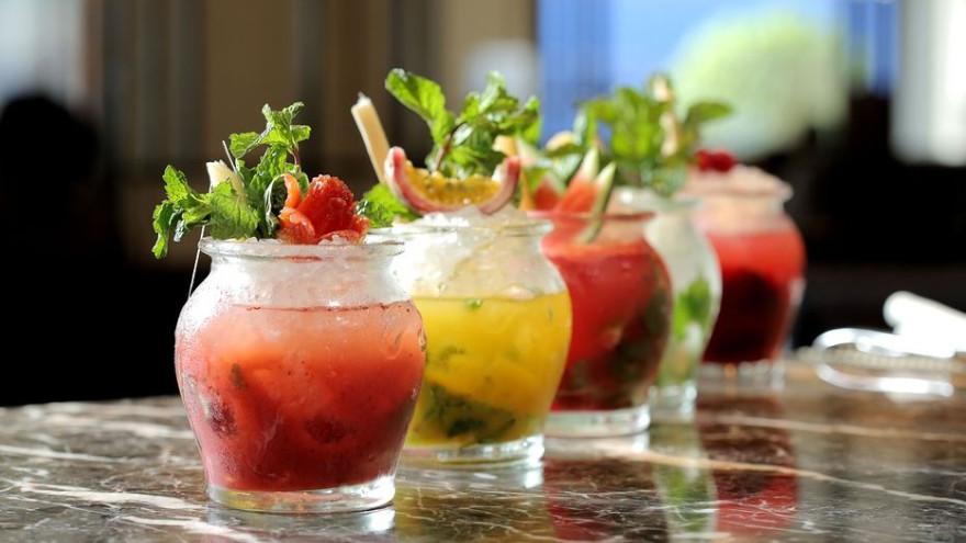 Летние рецепты: готовим дома мохито, салаты и мороженое