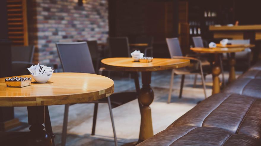 В маске не поешь: в Госдуме прокомментировали вероятность закрытия кафе и ресторанов