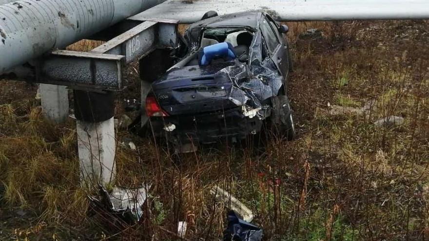 В Салехарде произошла авария. Машина превратилась в груду железа
