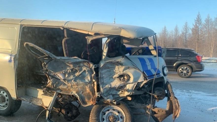 В Новом Уренгое пьяный лихач угнал грузовик и протаранил полицейский «УАЗ»