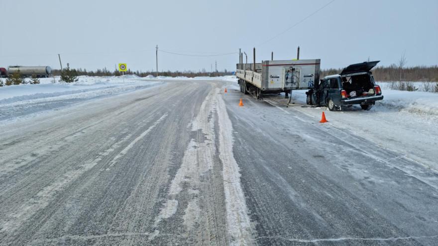 На Ямале произошло ДТП с пострадавшими: от автопоезда отсоединился прицеп и снес легковушку