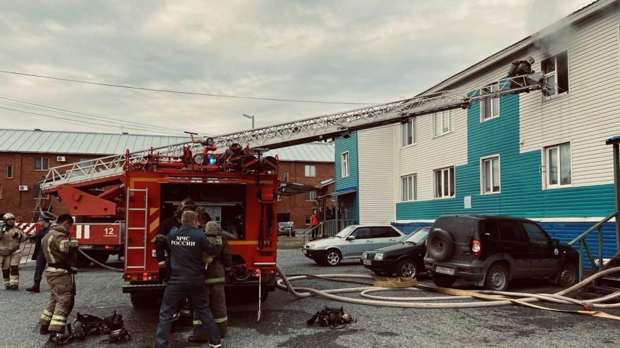 На Ямале огнеборцы спасли из горящего дома 4 человек, 2 из которых дети
