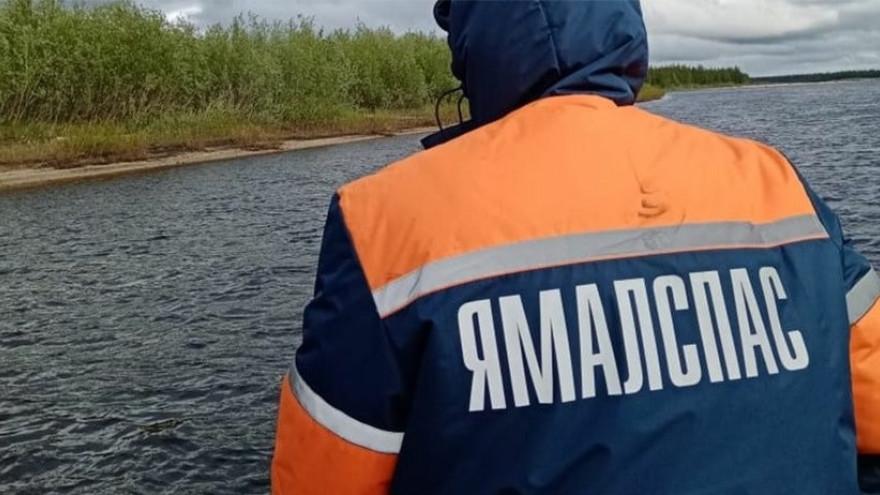 На Ямале мужчина с ребёнком попали в беду на реке