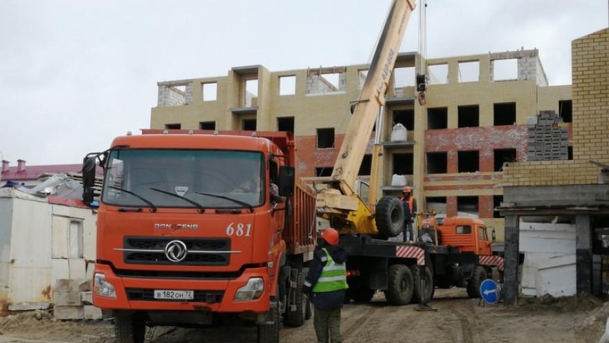 В Аксарке к концу года ждут завершения строительства двух многоквартирных домов