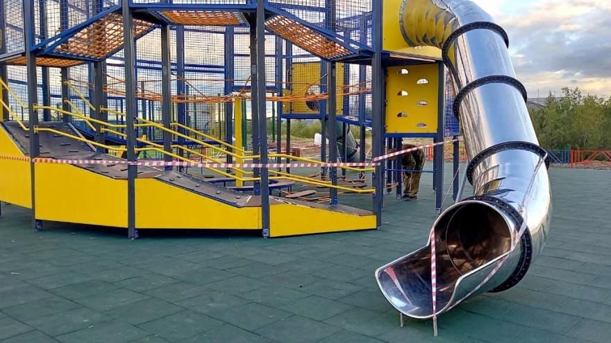«Это небезопасно!»: в Лабытнанги дети гуляют по недостроенным игровым площадкам