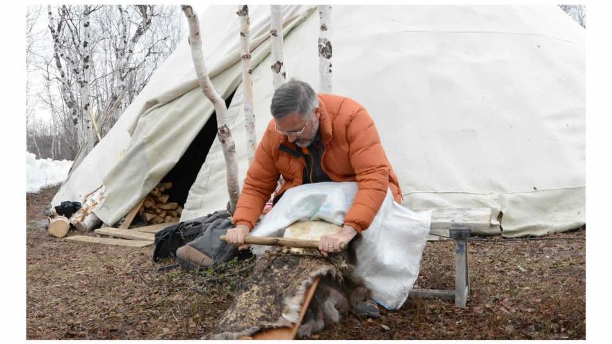 Ученые Ямала и Канады восстановят древние технологии обработки оленьих шкур