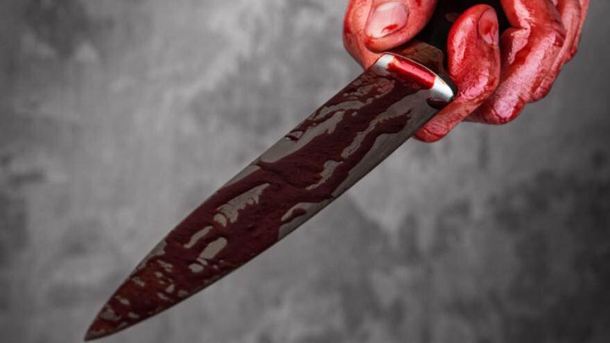 В ответ на замечание взялся за нож: на Ямале прохожий устроил разборки с парой, гуляющей с коляской