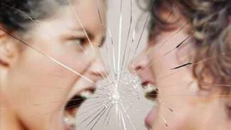 От травли в интернете до расправы в «реале»: откуда подростковая агрессия берет свои корни?