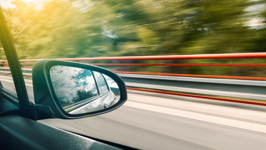 Депутат предложил штрафовать водителей за превышение скорости даже на 1 км/час