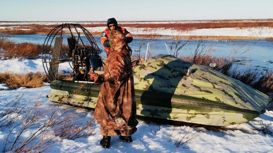 Ямалспасовцы помогли мужчинам, у которых утонул снегоход