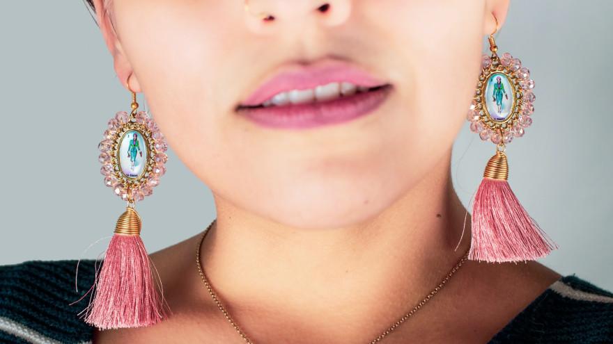 Как правильно носить украшения: кольца, серьги и цепочки. Ювелирный этикет