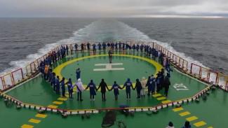 Увлекательное путешествие и пикник на Северном полюсе: юные таланты провели 11 дней на «Ледоколе знаний»