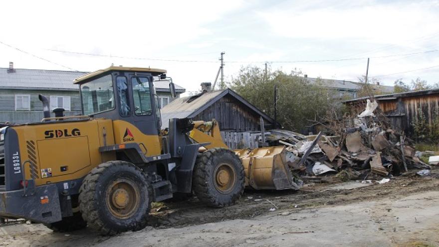 Еще 20 ветхих и аварийных домов снесут до конца года в Салехарде