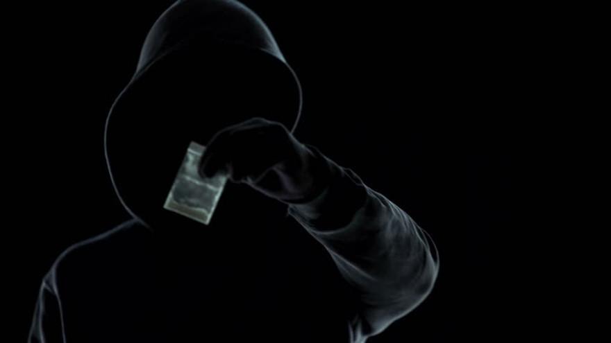 В Ноябрьске по подозрению в распространении наркотиков задержали школьника