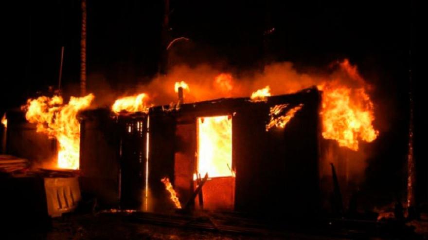 В ямальском посёлке воспламенился жилой балок