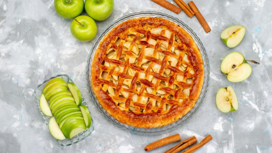 Яблочный Спас 2021: простой рецепт пирога