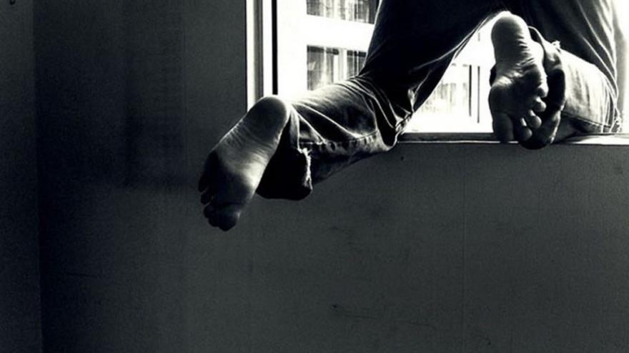 Новоуренгоец выпрыгнул из окна и разбился насмерть