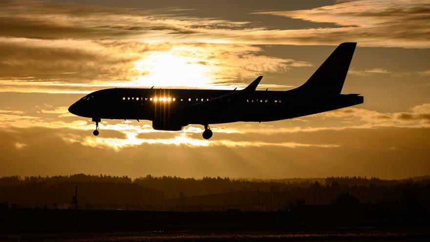 Самолет авиакомпании «Ямал» экстренно приземлился в Рощино из-за отказа двигателя