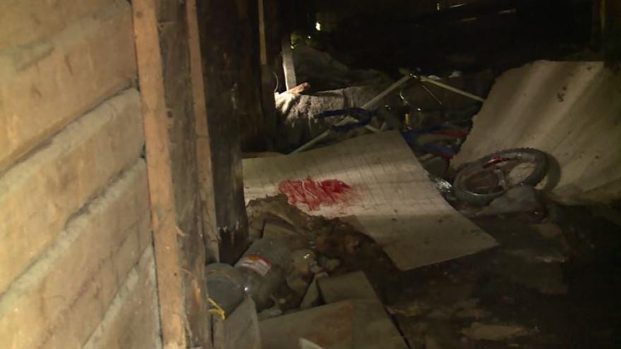 Под жилым домом в Салехарде нашли окровавленный труп мужчины ФОТО
