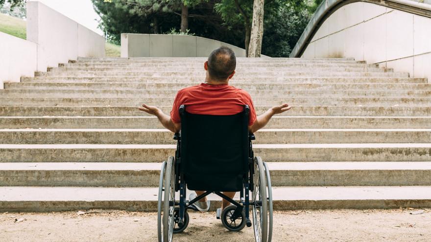 В Салехарде мать инвалида 2 года добивалась от властей установки пандусов: вмешалась прокуратура