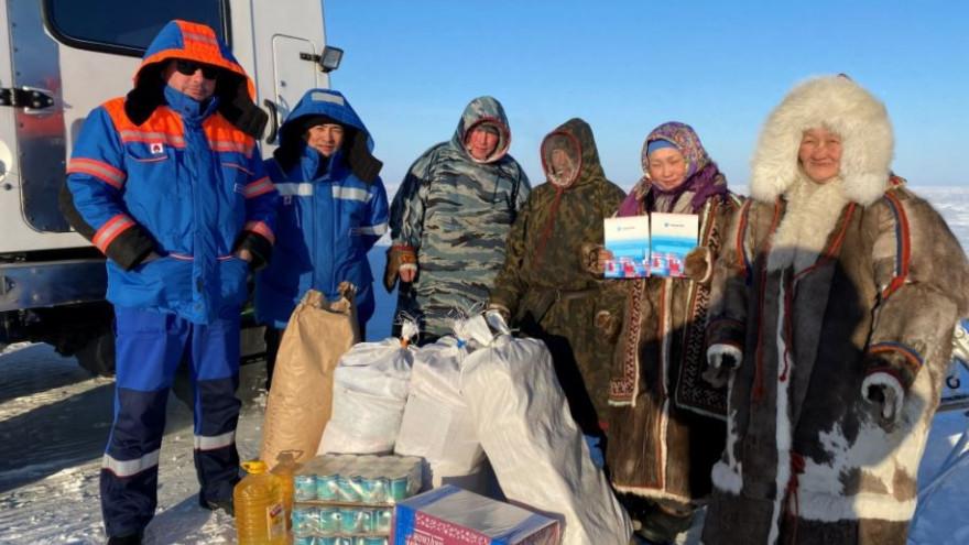 Газовики передали семьям оленеводов Ямала топливо и продукты