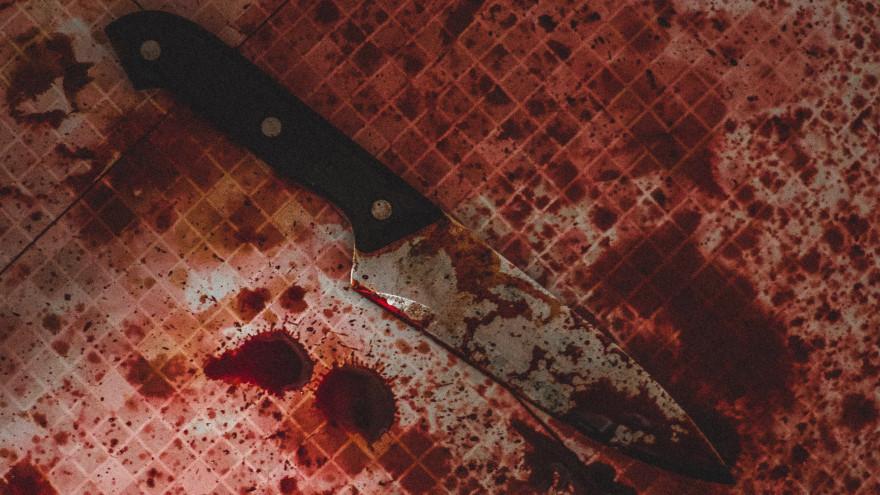 В Ноябрьске нашли труп мужчины с ножевым ранением
