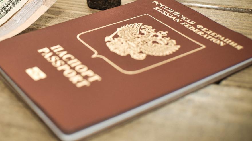 У россиян появится возможность привязать COVID-сертификат к загранпаспорту