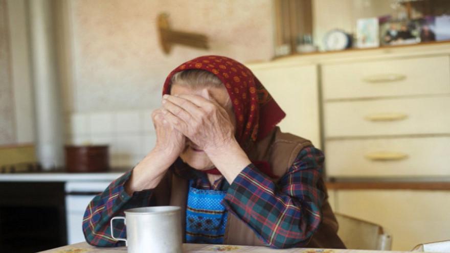 Мошенники убедили 78-летнюю пенсионерку из Салехарда перевести более 2 миллионов рублей