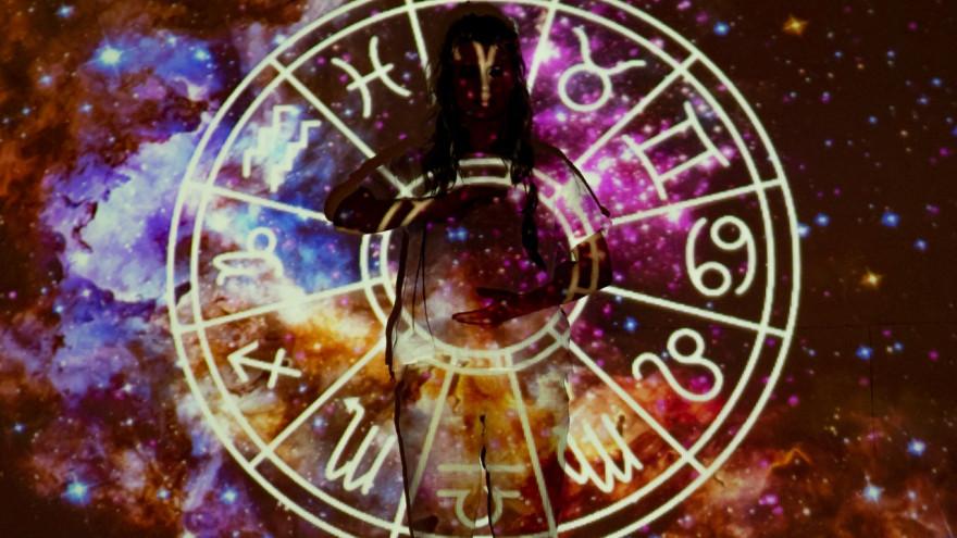 Гороскоп на май: 3 знака зодиака, которым повезет в делах и любви