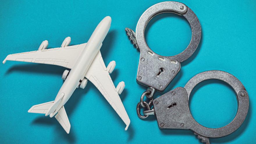 В воздушной гавани Нового Уренгоя правоохранители сняли с рейсов двух авиадебоширов