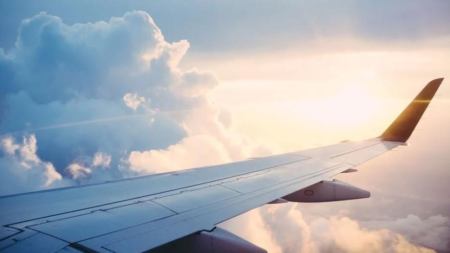 При перелете в Ноябрьск самолет авиакомпании «Ямал» столкнулся с птицей