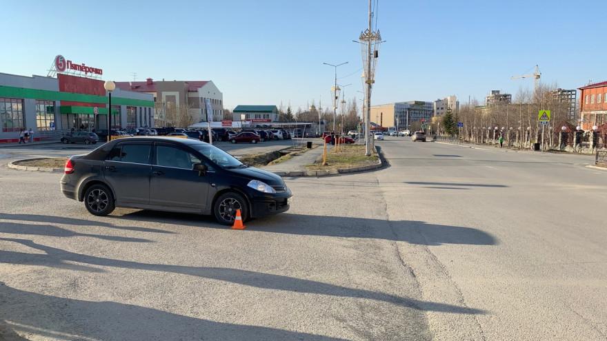 В Салехарде юный самокатчик угодил под колёса автомобиля