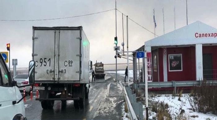 Снегопад в Салехарде: как работают паромы на переправе через реку Обь