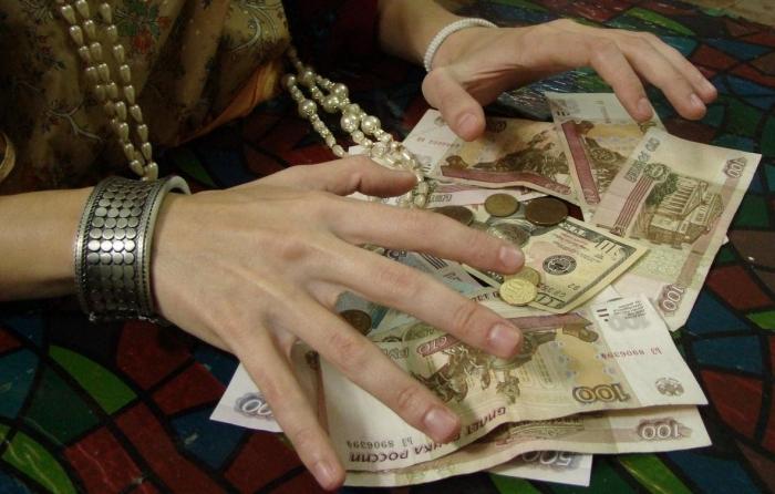 Жительница Ямала отдала лжецелительнице более 500 тысяч рублей за «бесконтактное лечение»