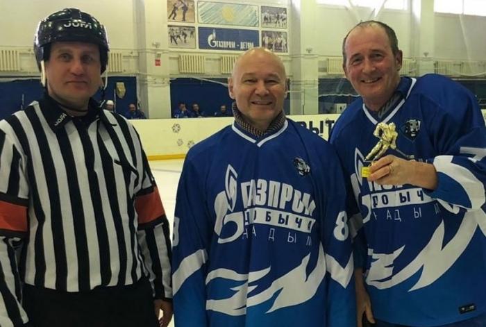 «Неординарный случай». Ямальские медики спасли хоккеиста, который пережил клиническую смерть прямо на льду