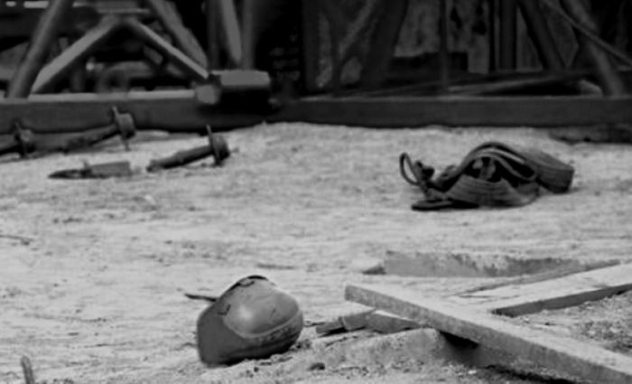 На Ямале рабочего убило упавшим листом металла