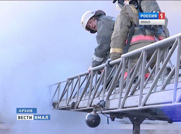ВНоябрьске пожарные спасли мужчину изгорящей квартиры rss