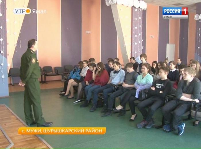 Школьникам из села Мужи рассказали о главной боевой единице российской армии