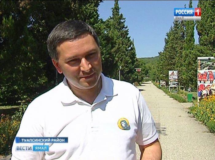Ямальские дети подарили Дмитрию Кобылкину значок с Команданте Че Геварой