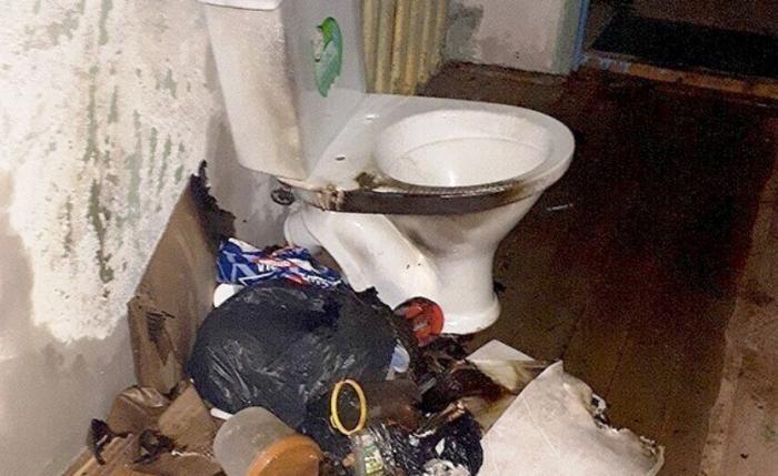 «Огонь поднялся до потолка». В Ноябрьске пьяная горожанка пыталась поджечь подъезд жилого дома
