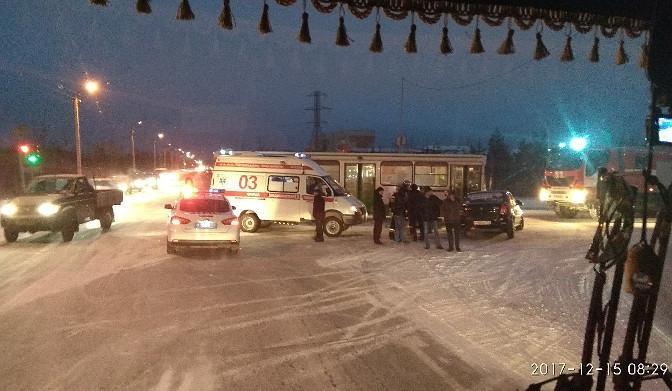 ДТП с участием автобуса в Ноябрьске: есть пострадавшие