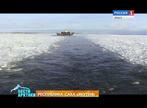 Ледокол Капитан Бородкин ломает льды