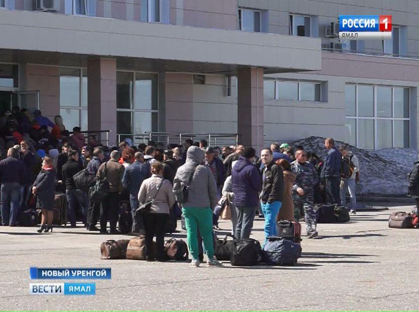 Аэропорт Нового Уренгоя эвакуировали надва часа