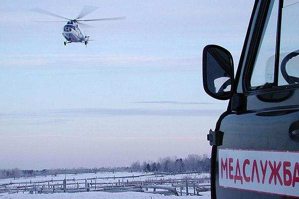 В Ноябрьск вертолетом доставили мужчину в коме. Его обнаружили в окрестностях Ханымея