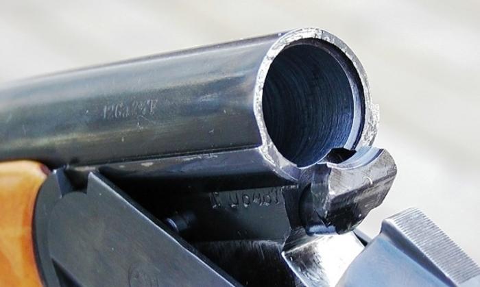 На Вынгапуровском газовом промысле сотрудник службы охраны выстрелил себе в грудь
